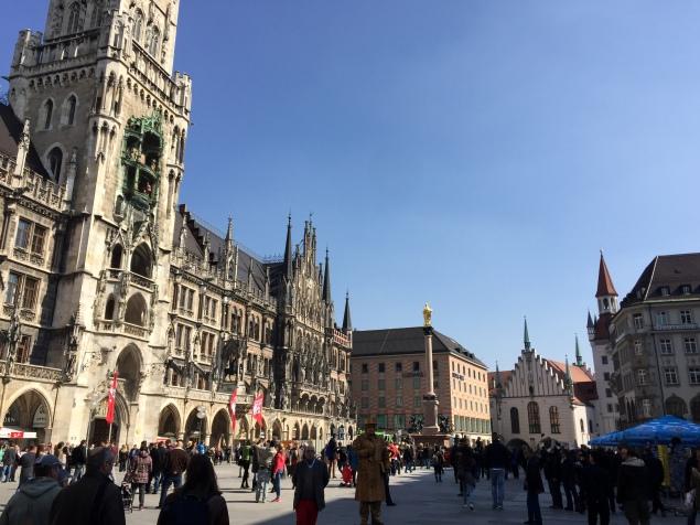 Back at Marienplatz